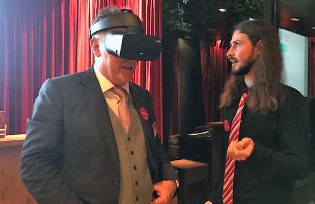 Ambassador Urs Bucher discovers the Axpo Virtual Reality Experience