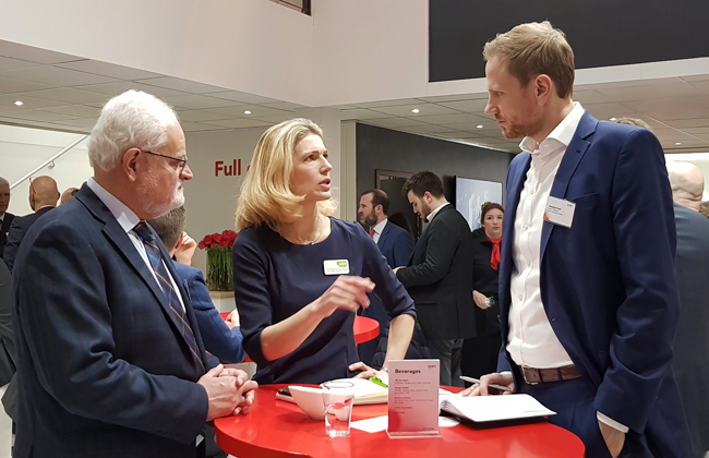 Johannes talking with Dorothée Kastner-Haas from E2M and Peter Juch, Head of Strategic Initiatives Trading & Sales